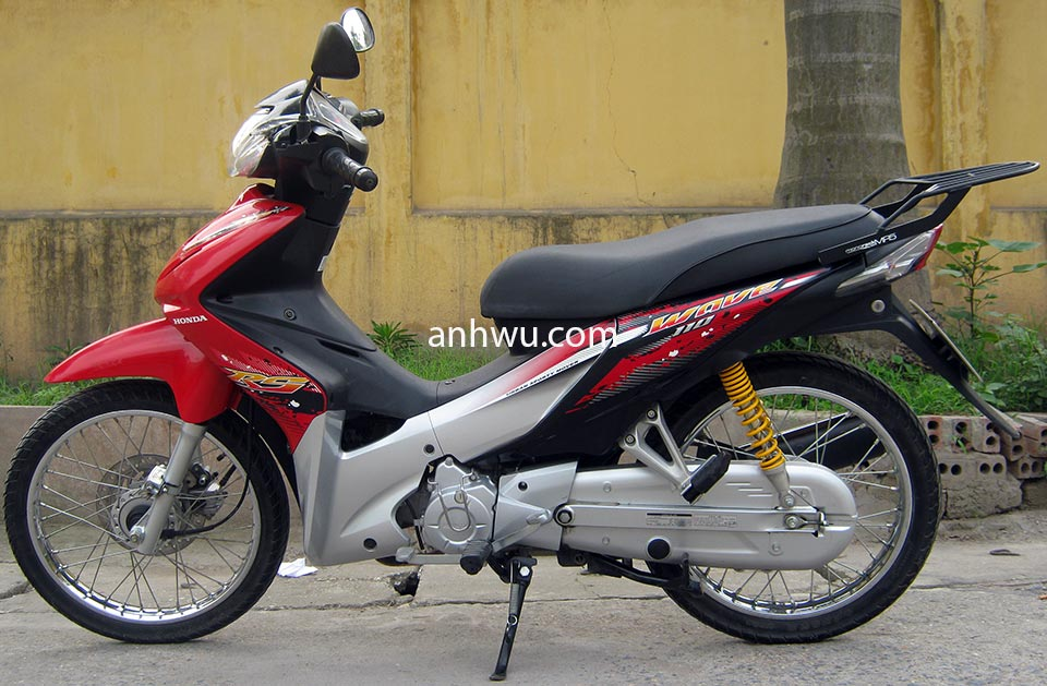 Vietnam Used Motorbikes For Sale In Hanoi. Used Honda Wave 110cc is a good choice. Reliable and fuel saving.